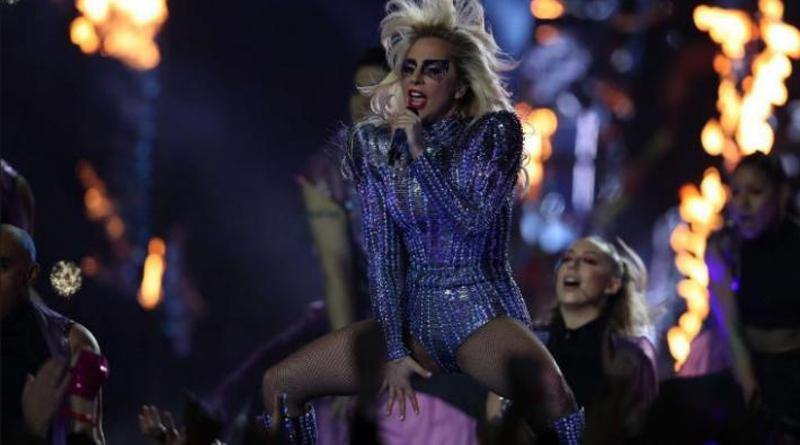 Lady Gaga hizo delirar a los fans del Super Bowl con sus hits