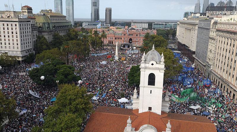 Actos en Plaza de Mayo, a 41 años del Golpe